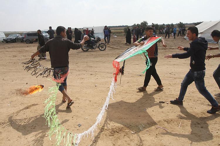 حمله طرفداران حماس با بادبادک های آتش زا به مزارع و منازل اسرائیلی ها