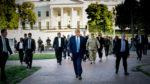 شجاعت دونالد ترامپ با قدم زدن در خیابانهای واشینگتن دی سی بدون اعلام قبلی، جهان را شوکه کرد!